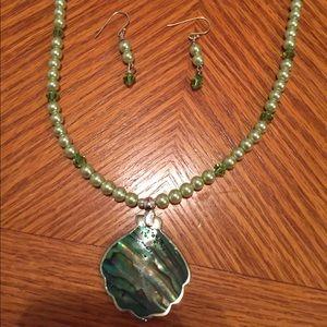 Jewelry - Handmade Beaded necklace w matching earrings